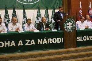À Bratislava enfin où une délégation de l'APF (son président Roberto Fiore et Jens Pühse), était présent au Congrès du parti slovaque « Ľudová strana Naše Slovensko » (Parti « Notre Slovaquie »)