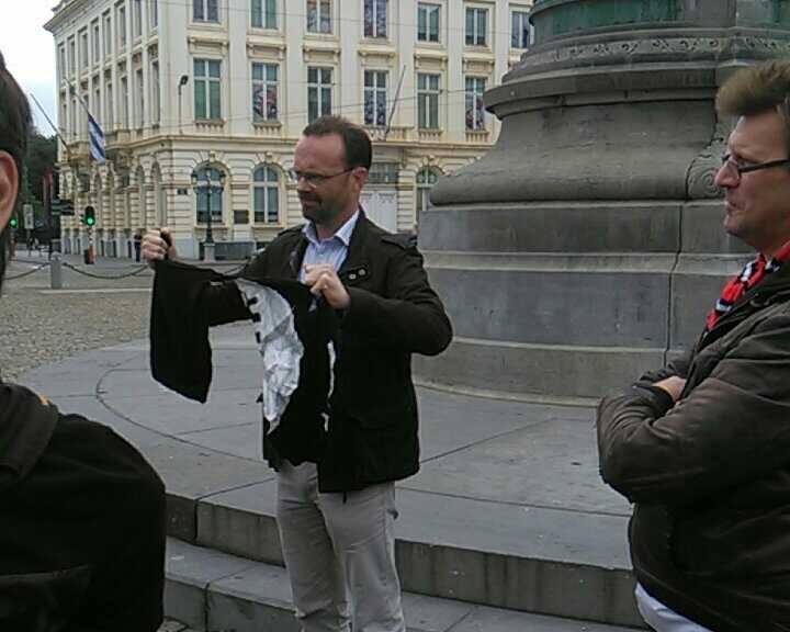 NATION détruit un drapeau de DAESH en plein centre de Bruxelles !